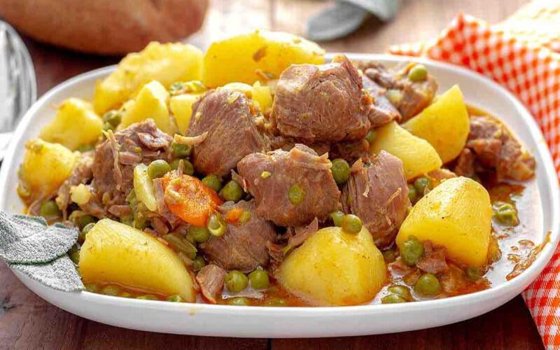Ragoût de veau aux petits pois et pommes de terre
