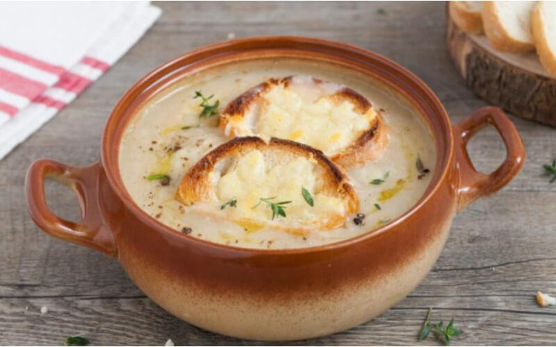 Soupe à l'oignon Grand classique de la cuisine française