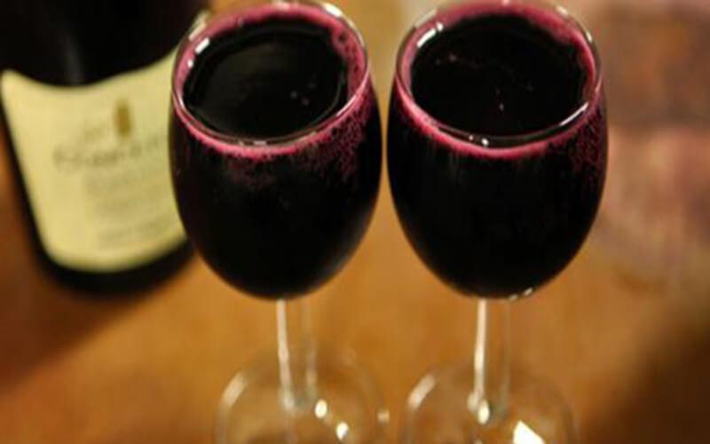 Boire du vin peut vous aider à vivre plus de 90 ans
