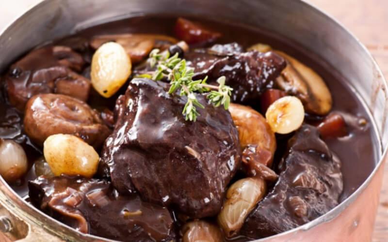 Daube de bœuf au vin rouge plat traditionnel