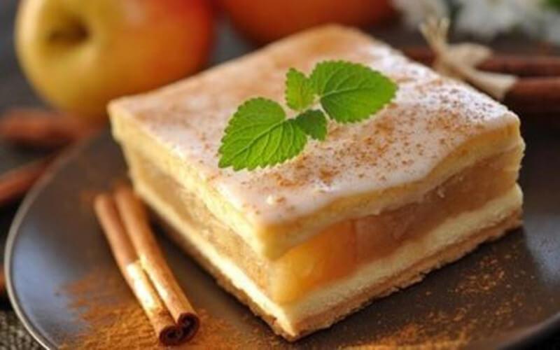 Gâteau aux pommes, poires, raisins et cannelle
