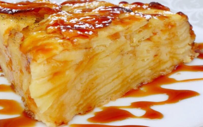 Gâteau invisible aux pommes et caramel au beurre salé