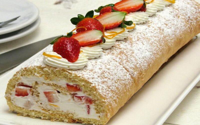 Gâteau roulé aux fraises de nos grand-mères