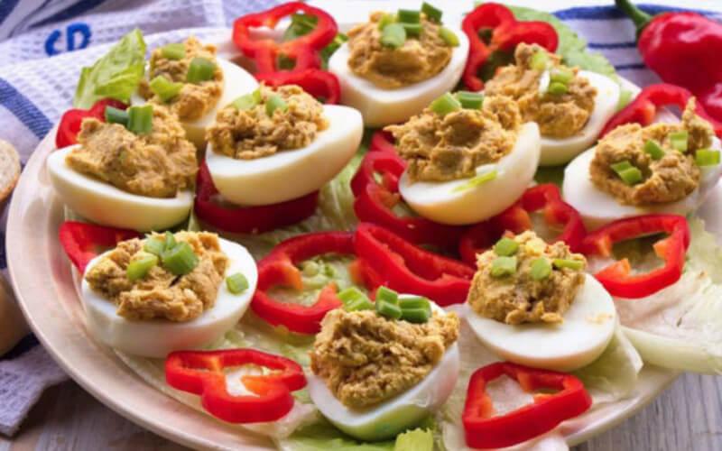 Oeufs farcis au thon et salade piémontaise