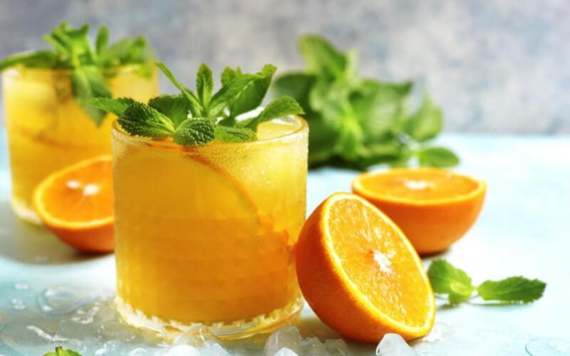 Punch rhum-orange cocktail ensoleillé et festif