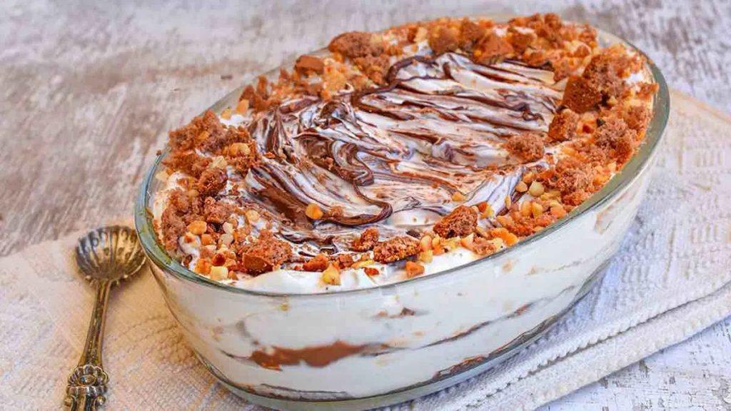 Dessert crémeux au Nutella aux biscuits émiettés et aux noisettes