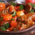 Mijoté de bœuf aux carottes et à la sauce tomate