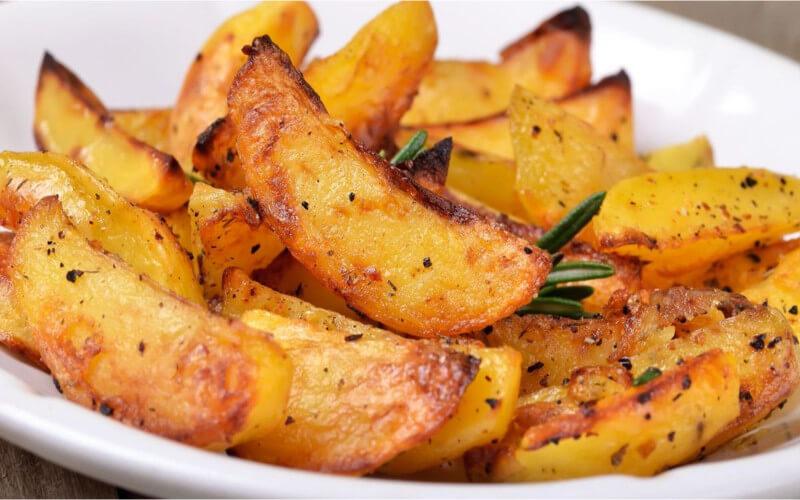 Pommes de terre au romarin et au thym