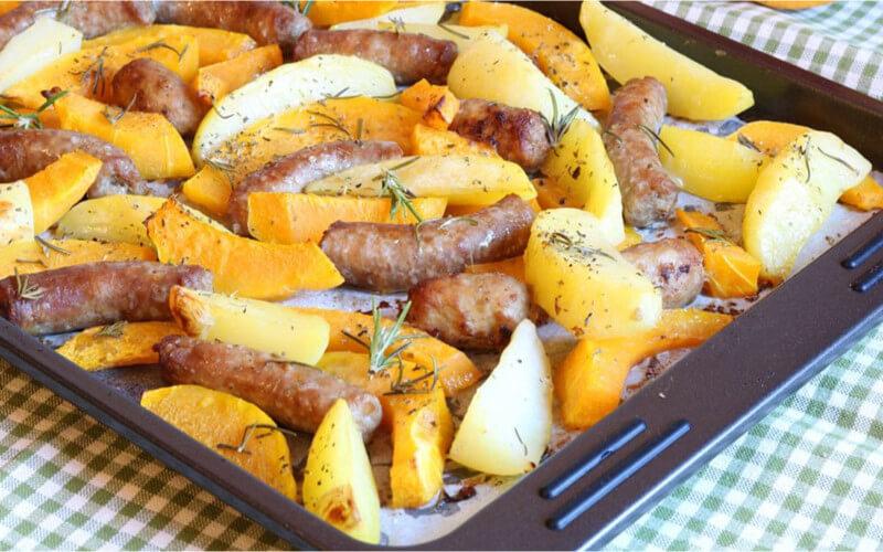 Pommes de terre et citrouille à la saucisse