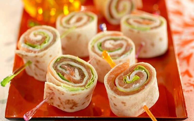 Rouleaux de tortillas farcies au saumon et à la crème fraîche