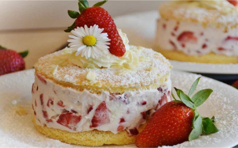 Gâteau aux fraises et à la crème rapide et facile à réaliser