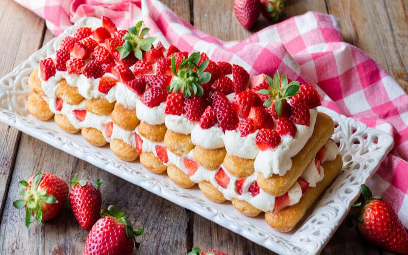Tiramisu aux fraises et crème pâtissière sans œufs