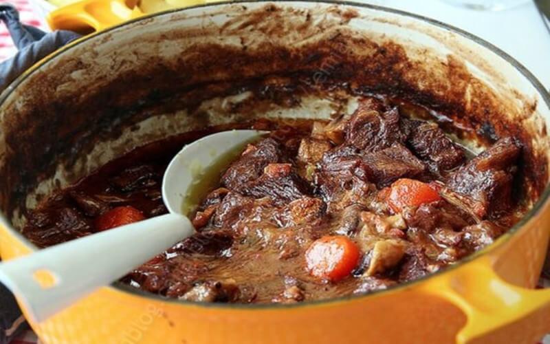 Boeuf bourguignon avec une sauce onctueuse